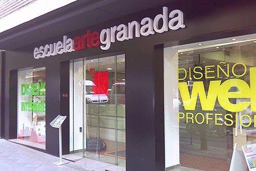 Instalación de pizarras electrónicas en la Escuela de Arte de Granada